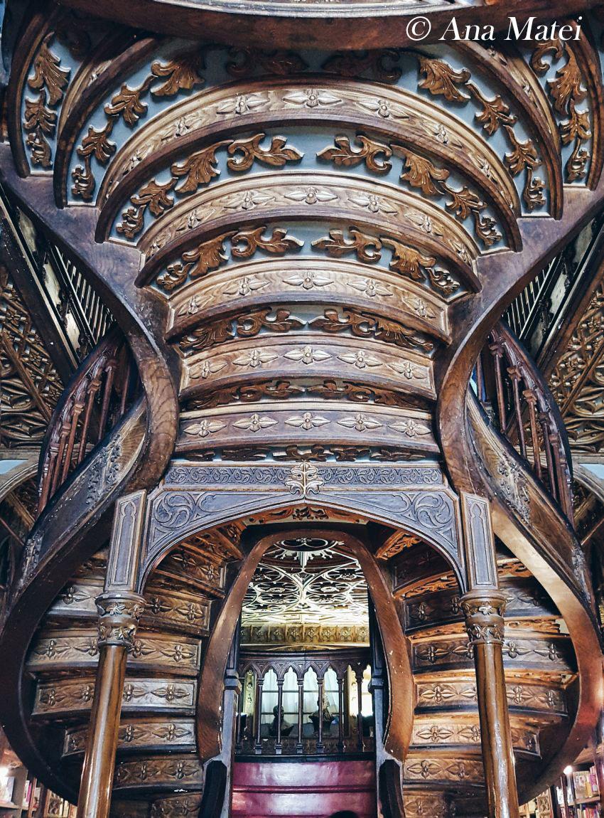Lello-Bookstore-Porto---spiral-staircase