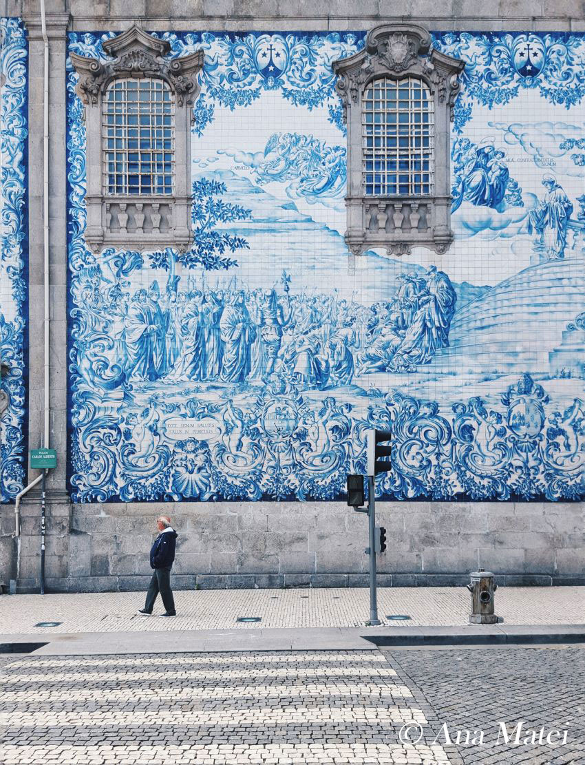 azulejos---blue-tiles-wall-in-Porto