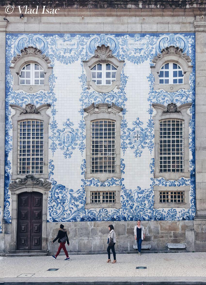 azulejos-mosaic-wall-in-Porto