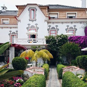 Cascais villa - Portuguese Architecture and flowers