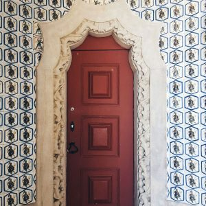 door-and-azulejos-at-Pena-Palace