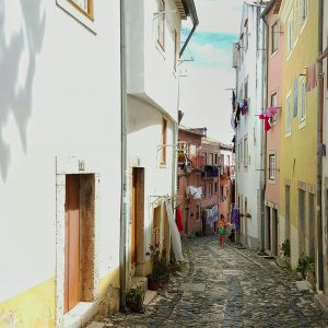 narrow-street-in-Lisbon---vanishing-point