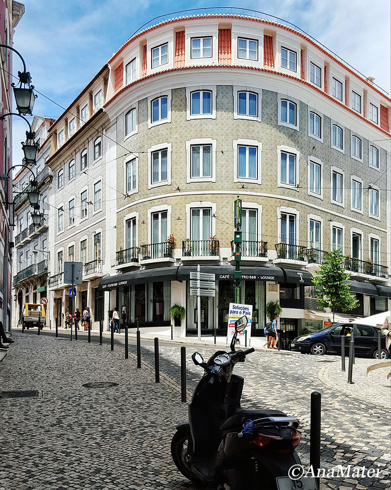 Lisbon - Round Facade with Azulejos