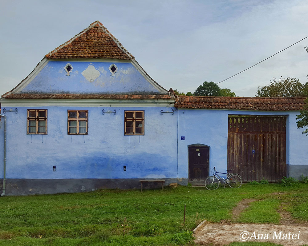 traditional-house-in-viscri-and-solo-bike-parking