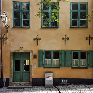 green-and-yellow-facade-in-gamla-stan