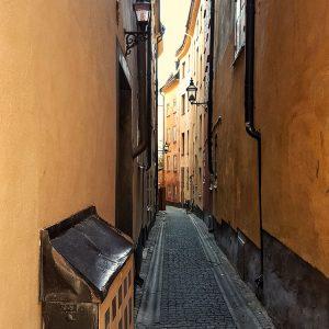 narrow-cobble-stone-street-in-gamla-stan-stockholm
