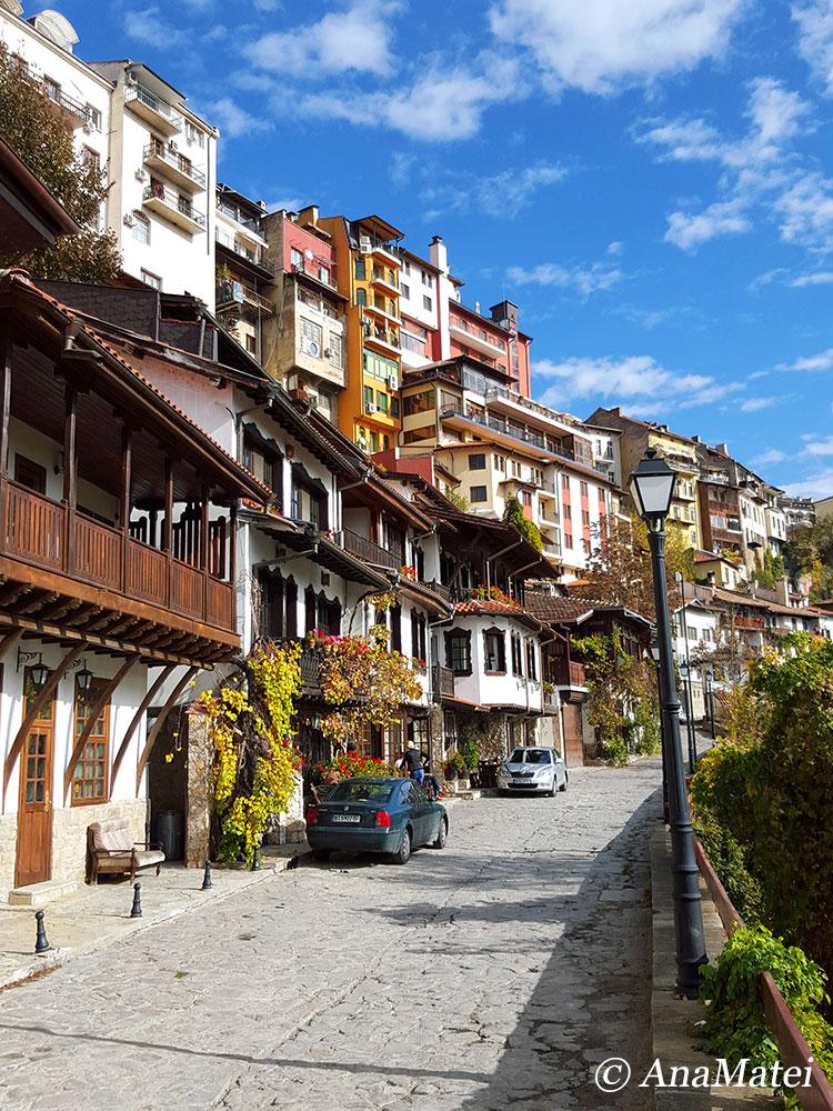 Gurko---the-most-beautiful-street-in-Veliko-Tarnovo,-Bulgaria