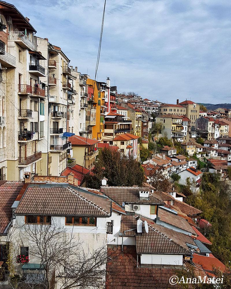 Veliko-Tarnovo-Bulgaria-houses-on-the-hillside