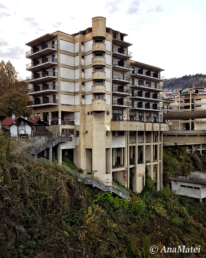 the-semi-abandoned-hotel-in-veliko-tarnovo