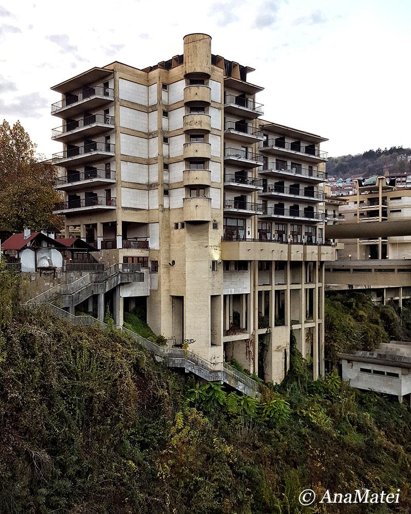the-semi-abandoned-hotel-in-veliko-tarnovo