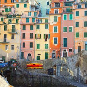 Colorful-houses-in-Riomaggiore---Cinque-Terre