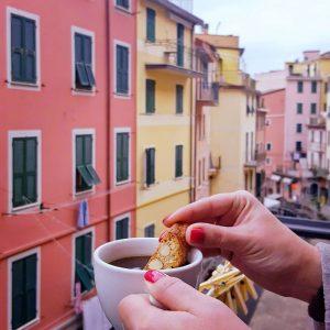 Italian-Coffee-and-Biscotti---Riomaggiore,-Cinque-Terre