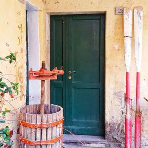 Pretty-Door-in-Vernazza