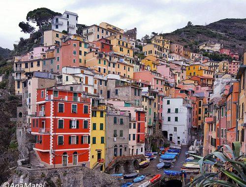 Riomaggiore,-Cinque-Terre---featured-image-by-Ana-Matei