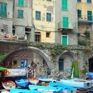 Riomaggiore---houses-and-boats