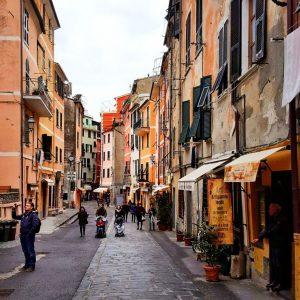 Vernazza,-Cinque-Terre,-Italy---streetview
