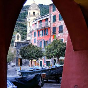 Vernazza,-Cinque-Terre---architecture-and-point-of-view