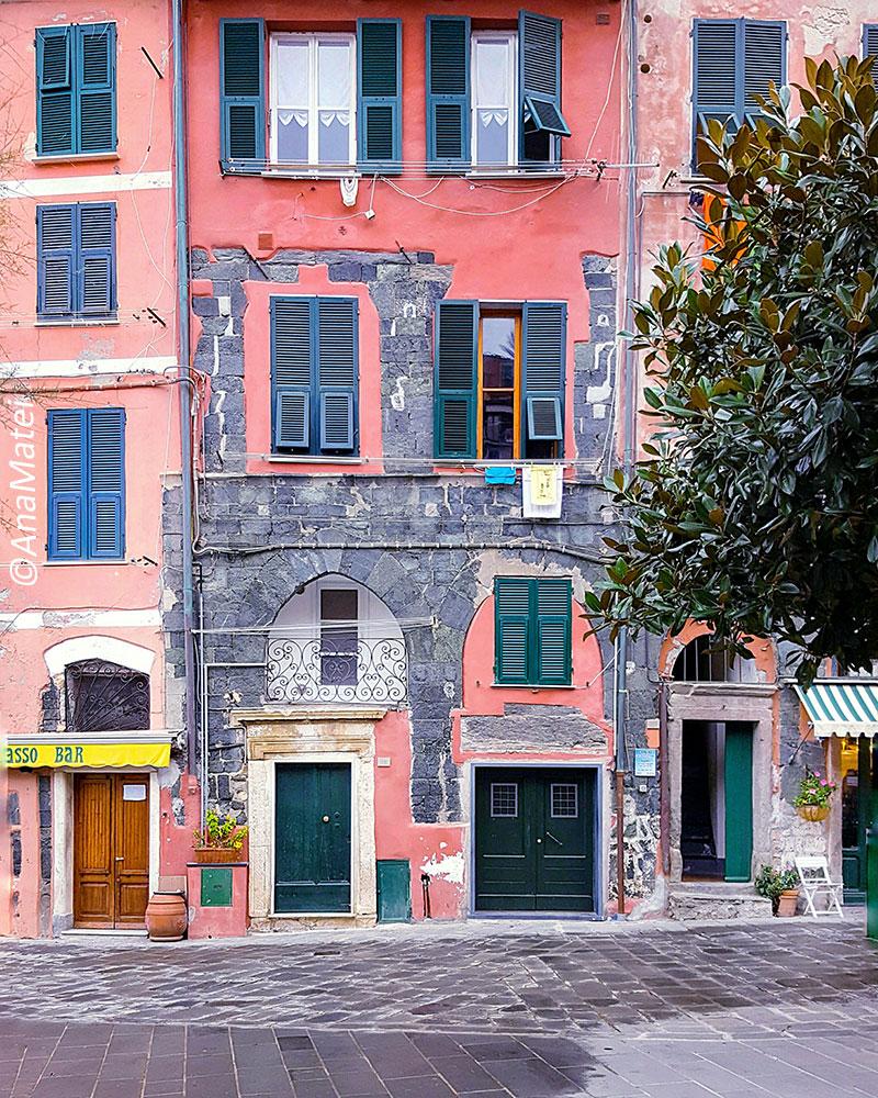 Vernazza,-Cinque-Terre---best-facades