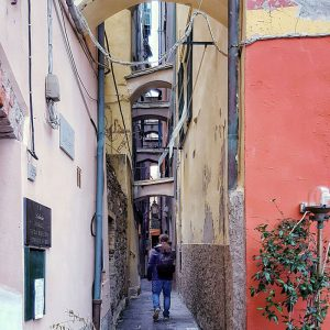 Vernazza,-Cinque-Terre---narrow-streets