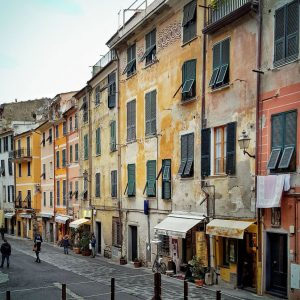 Vernazza,-Cinque-Terre---street-view-and-facades