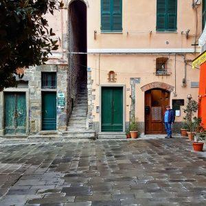 Vernazza-architecture---arches-and-facades