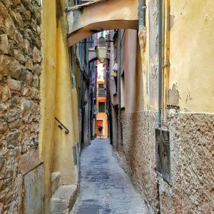 Vernazza-narrow-cobblestone-street