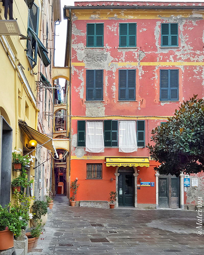 Vernazza-pink-streets