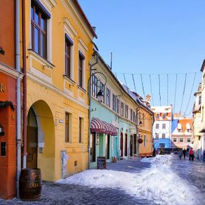 Brasov,-Transylvania---old-colorful-houses