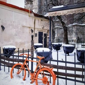 Brasov,-Transylvania---solo-bike-parking-in-snow
