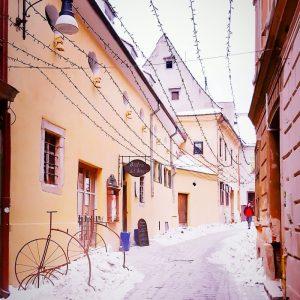 Brasov-snowy-street-view