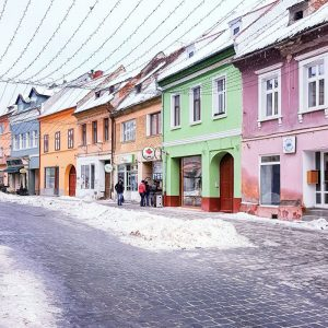 Colorful-Saxon-Houses-in-Brasov,-Transylvania