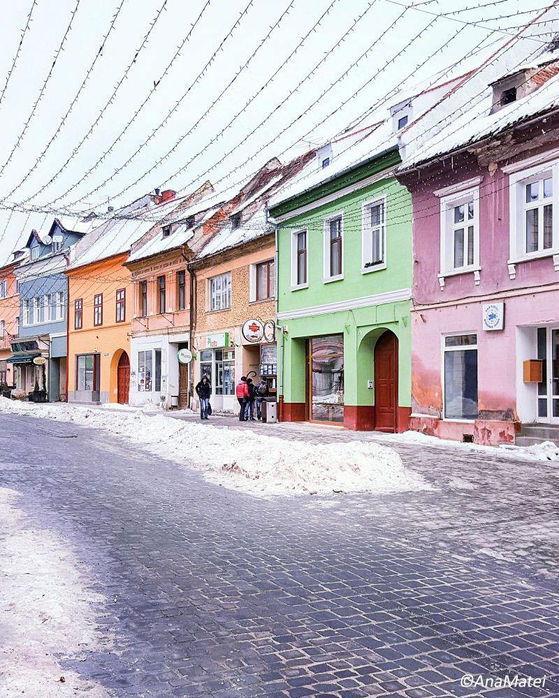 Colorful-Saxon-Houses-in-Brasov,-Transylvania