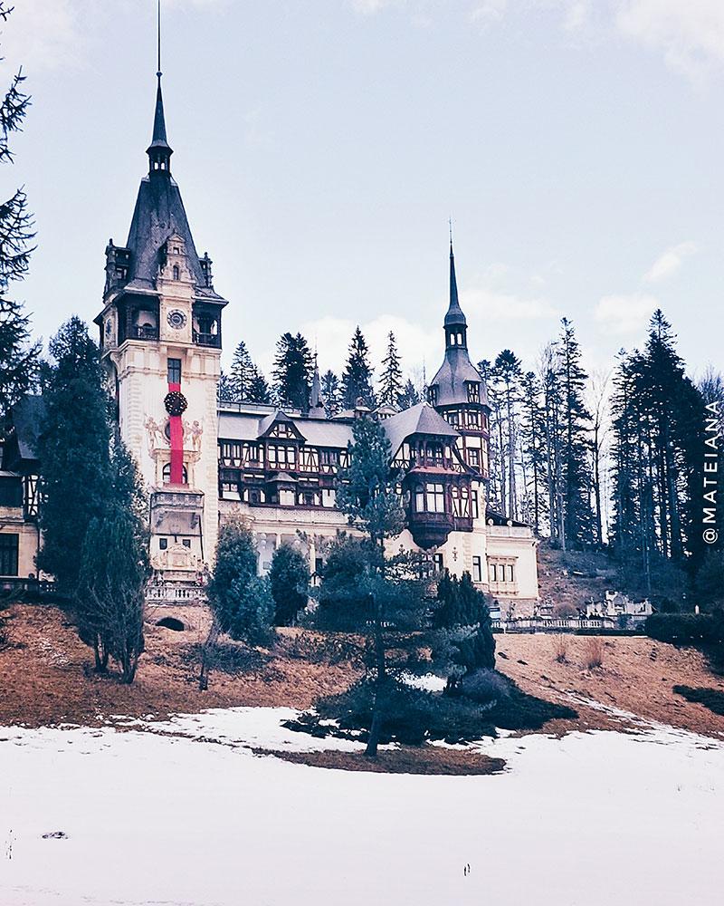 Peles-Castle-in-Sinaia,-Romania