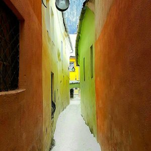 Sforii-Street,-Brasov,-Transylvania---the-2nd-narrowest-street-in-Europe