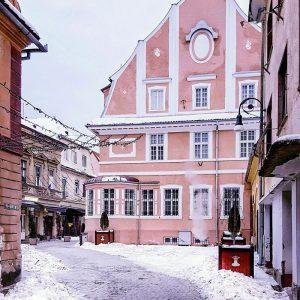 Winter-Fairy-Tale-Destinations-in-Europe---Brasov,-Transylvania