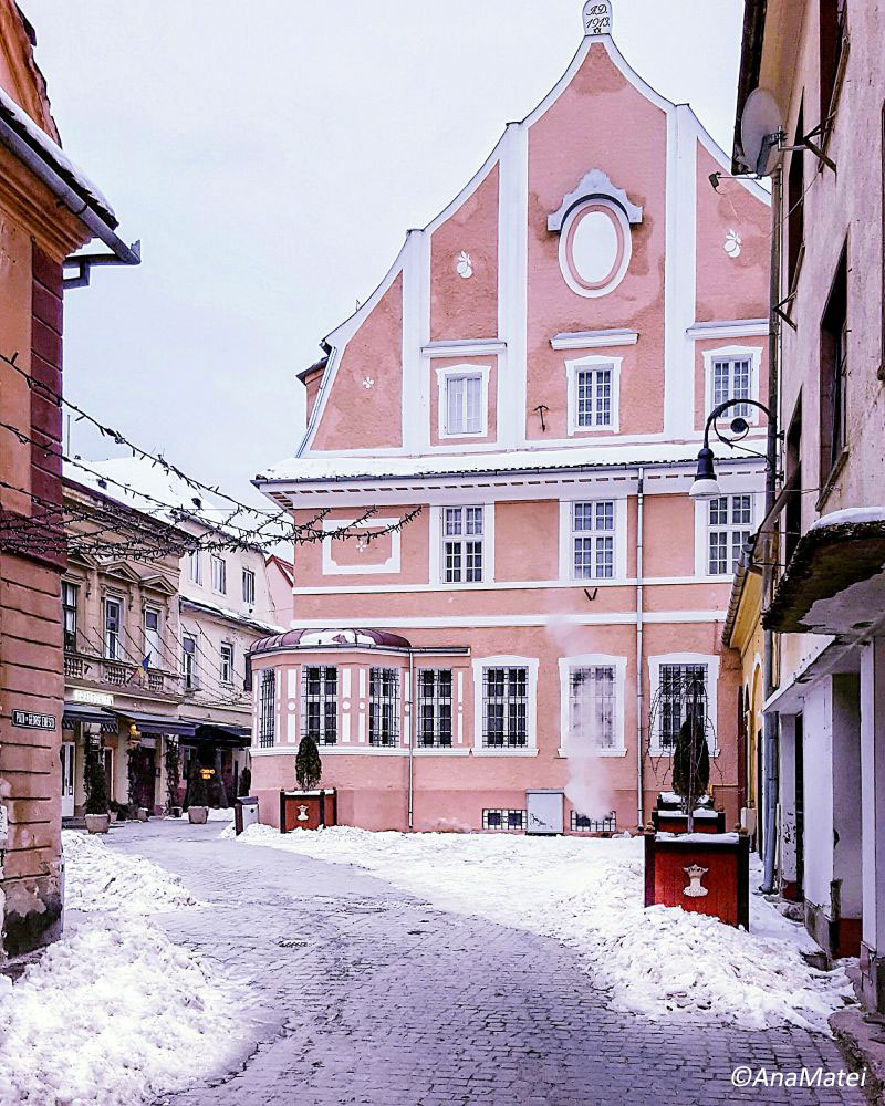 Winter-Fairy-Tale-Destinations-in-Europe---Brasov,-Transylvania