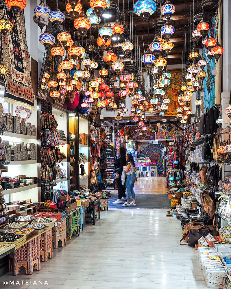 Alcaiceria---Grand-Bazaar-of-Granada,-in-Andalucia