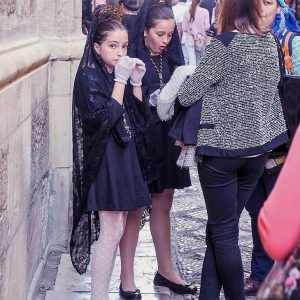 Girls-dressed-for-Semana-Santa-in-Granada