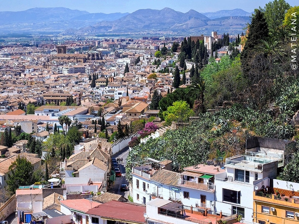 Postcard-from-Granada,-Andalucia---city-view-from-above