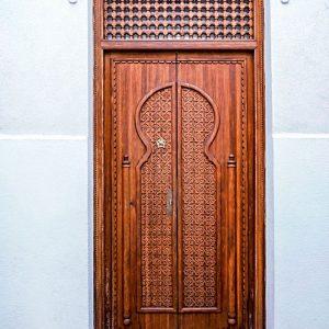 Moorish-door-in-Cordoba,-Spain