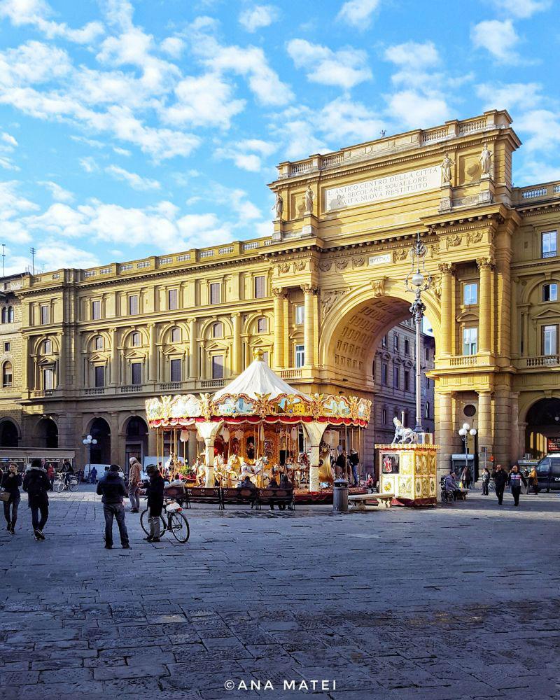 Piazza-della-Repubblica-in-Florence