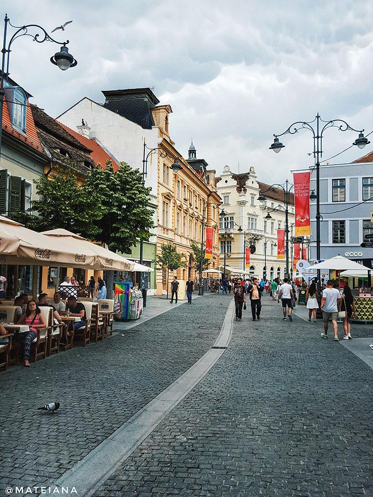 Balcescu-Pedestrian-Street-in-Sibiu,-Romania