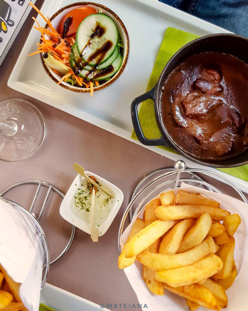 Flemish-Stew-at-Poules-Moules-in-Brugge