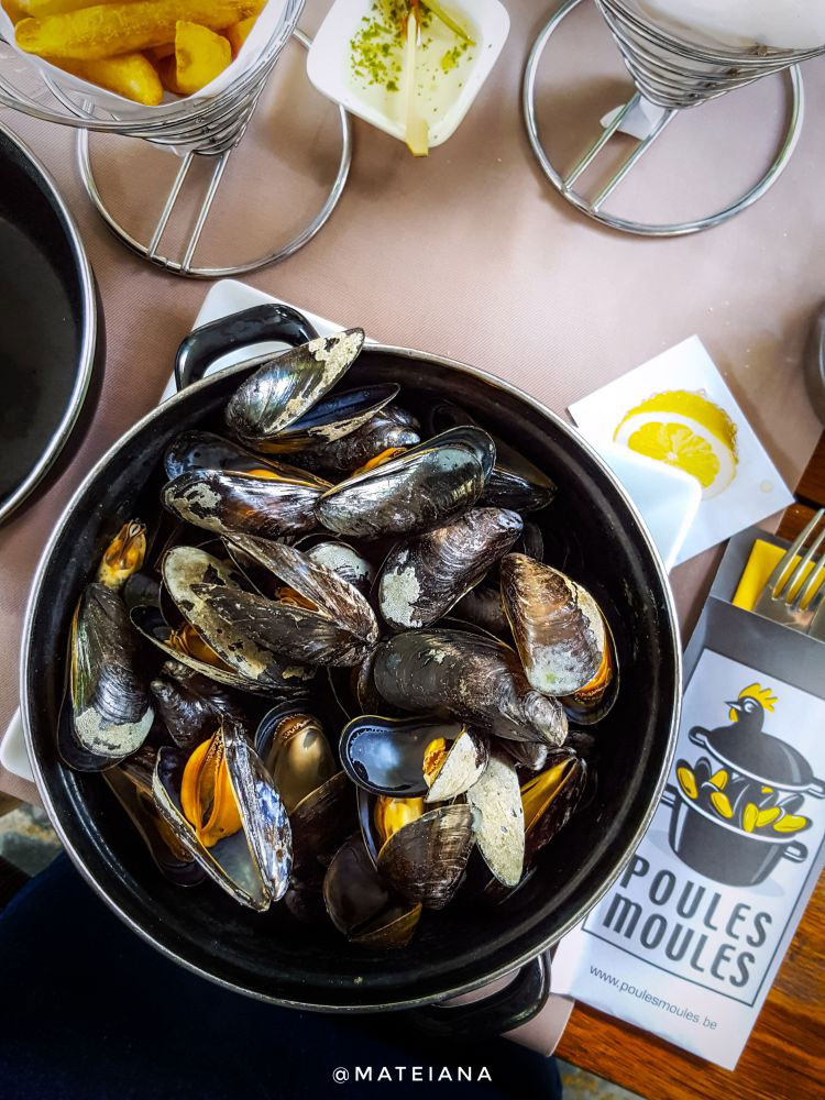 Mussels-in-wine-at-Poules-Moules-in-Bruges