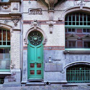 Art-Nouveau-Architectural-Details-in-Ghent,-Belgium