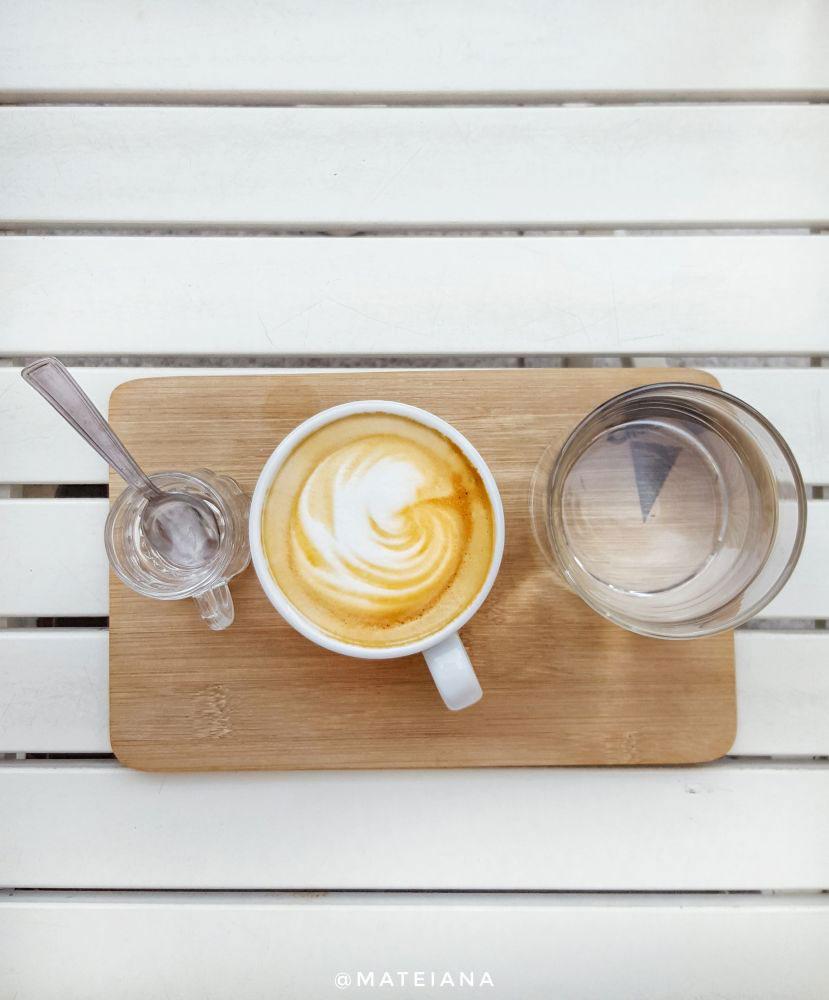 Creamier-Coffee-Shop-Bucharest---minimal-white