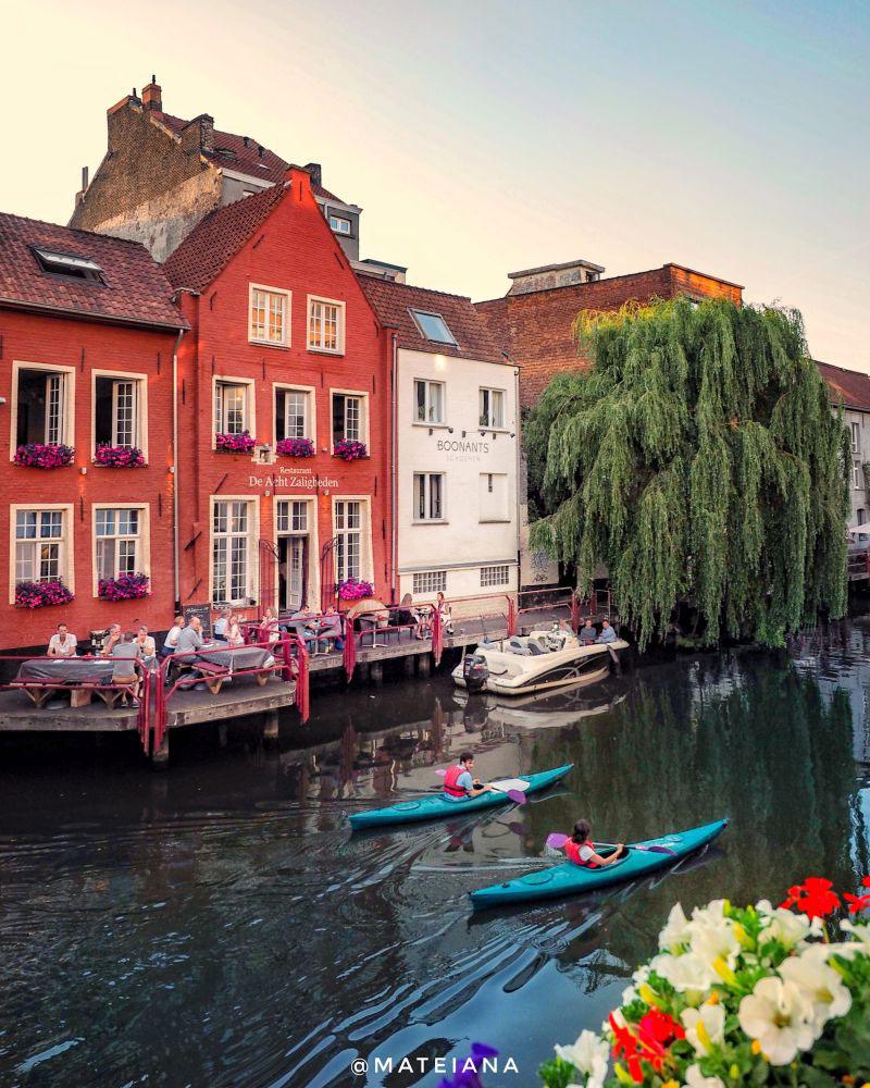 De-Acht-Zalighenden---picturesque-restaurant-in-Ghent,-Belgium