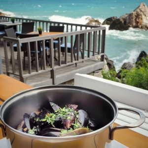 Fish-and-sea-food-lunch-with-a-view-in-Tyulenovo,-Bulgaria