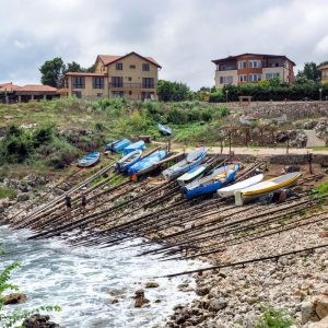 Tyulenovo,-Bulgaria---tiny-dock-and-boats