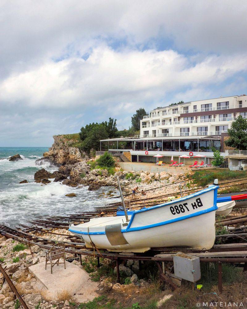 Tyulenovo-Hotel-and-the-tiny-port